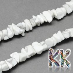 Přírodní howlitové zlomky - 4-10 x 4-6 x 2-4 mm - váha 5 g (cca 8,5 cm)