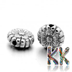 Oddělovací korálek z tibetského stříbra - plochý kruh s květinou - ∅ 7,5 x 3,5 mm