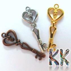 Přívěsek klíč - se srdíčkem a lůžkem - 15 x 40 mm